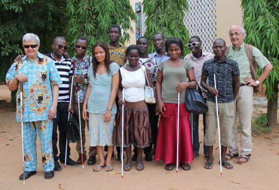 Con il gruppo degli studenti universitari ciechi e Padre Fabio Gilli, comboniano non vedente. Lomè, maggio 2014